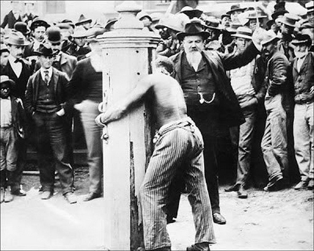1910_a_public_flogging_at_a_whipping_post_in_delaware.jpg