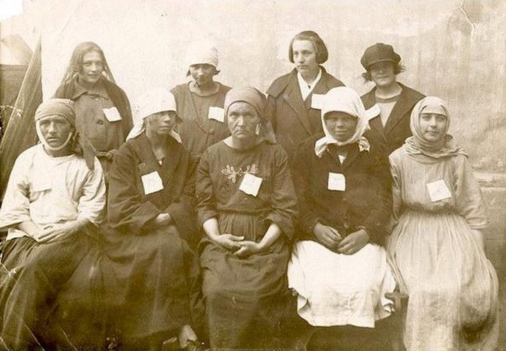 1905_korul_feketen_dolgozo_letartoztatott_prostitualtak_az_cari_oroszorszagban.jpeg