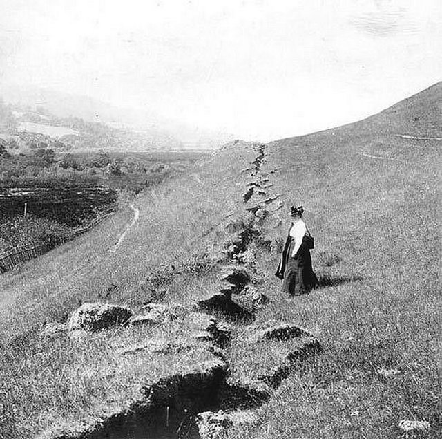1906_woman_near_ground_rupture_of_san_francisco_earthquake.jpg
