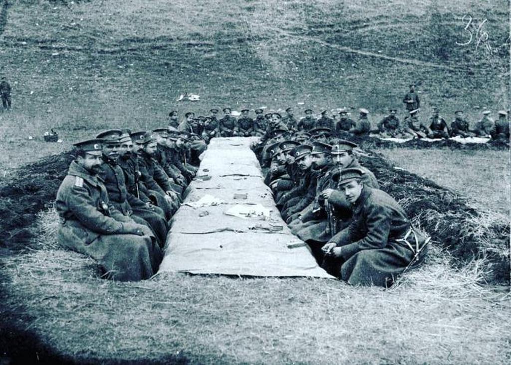 1916_szofia_elso_gyalogezredje_karacsonyi_vacsoran_1916_december_25-en_a_macedon_fronton.jpeg