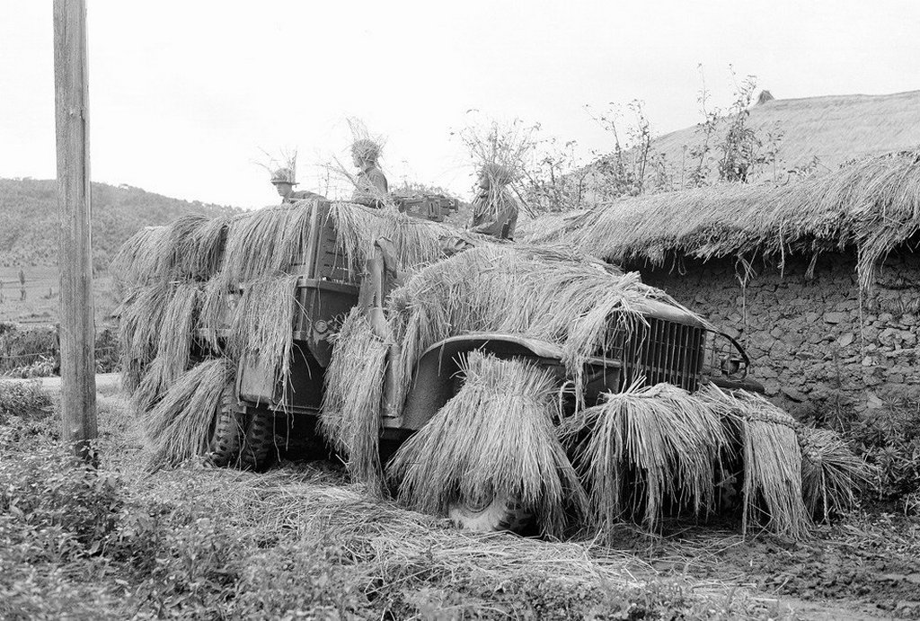 1950_korea_straw-covered_camouflage_command_post.jpg