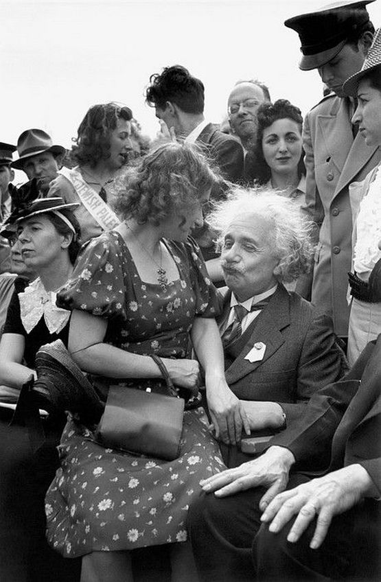 1939_new_york_albert_einstein_with_his_daughter_on_his_lap_at_the_opening_of_the_jewish_pavillion_at_the_world_s_fair.jpg