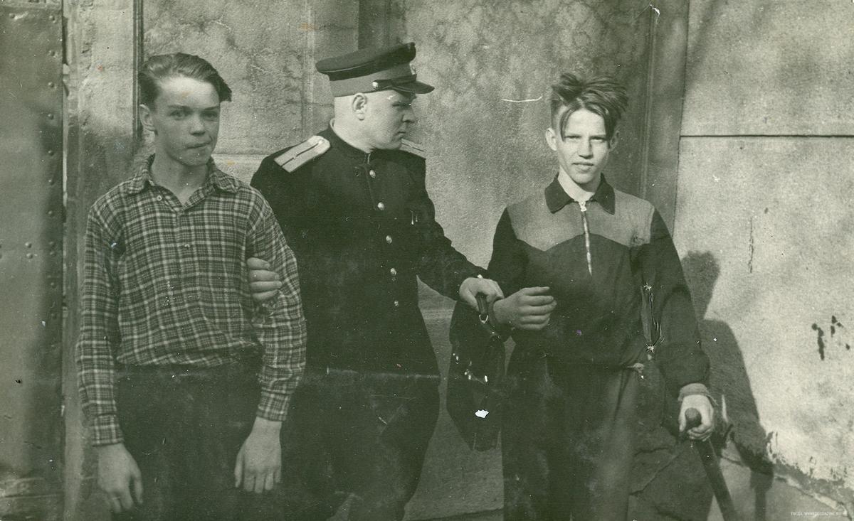 1958_rendor_es_a_huliganok_szovjetunio.jpeg