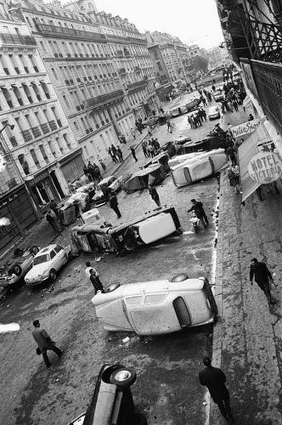 1968_parizs_diakok_es_a_rendorseg_osszecsapasa_utani_reggelen.jpg