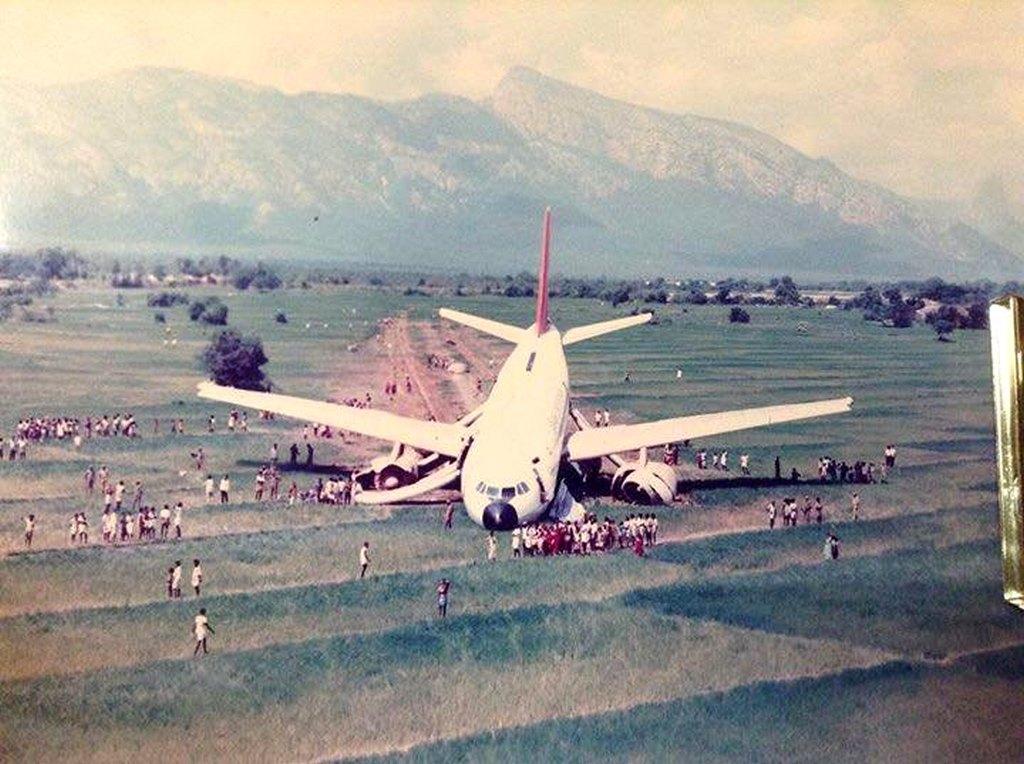 1988_az_indian_airlines_a_belizebol_new_orleansba_110-es_jarata_kenyszerleszallasa_utan_new_orleans_kozeleben_egy_mezon.jpg