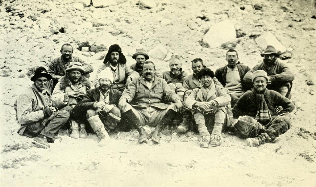 1924_a_chomolungma_expedicio_tagjai_az_elso_teli_olimpia_arany_olimpiai_ermet_adtak_chamonixben_1922-ben_nepalban.jpeg