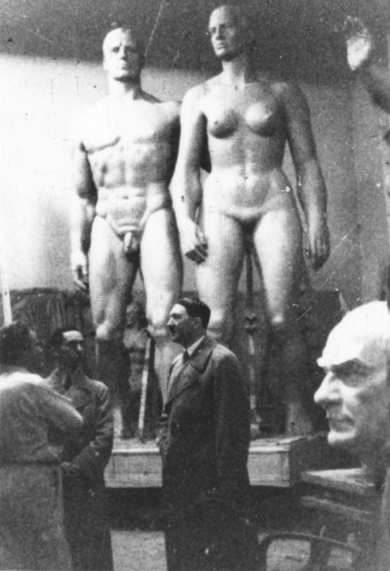 1937_hitler_a_josef_torak_szobraszmuhely_muhelyeben.jpeg