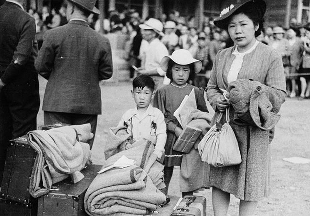 1942_kanadai_japan_szarmazasu_allampolgarok_athelyezese_a_taborokba_25000.jpeg