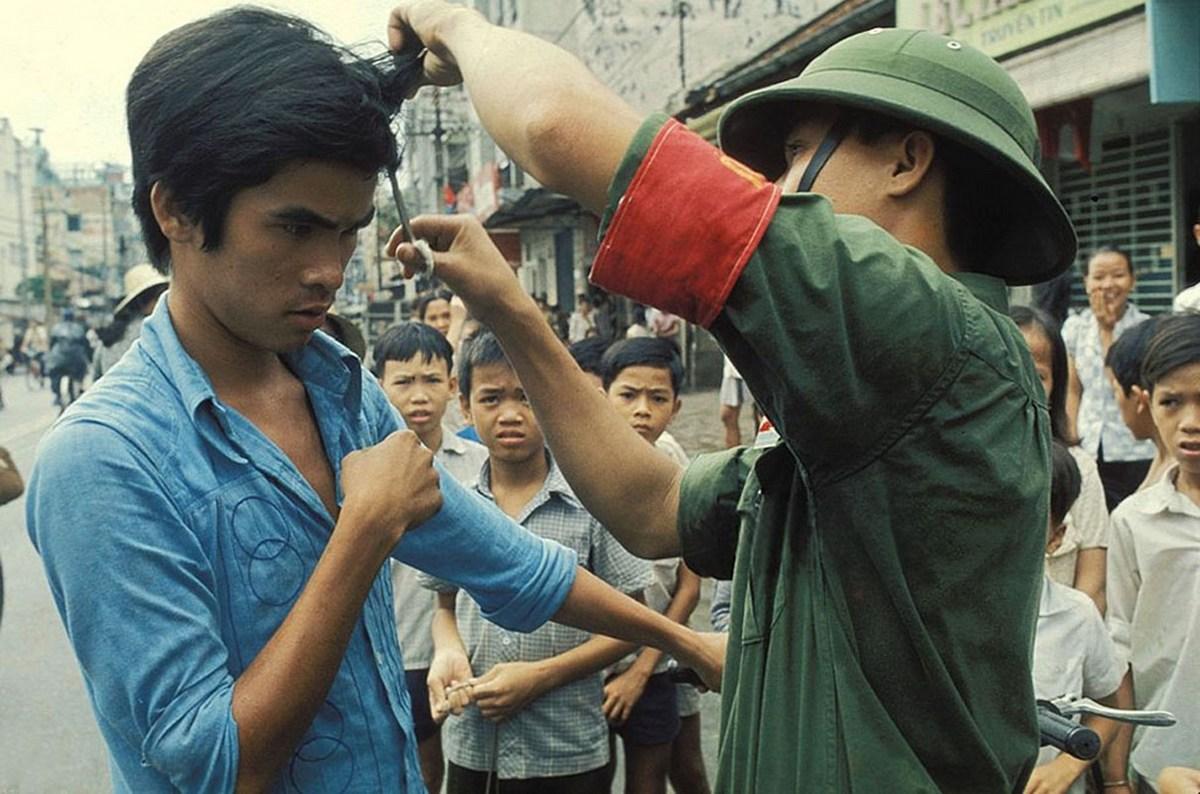 1975_saigon_stilus_es_vetkongovets_1975_aprilis_30_vietnam.jpeg