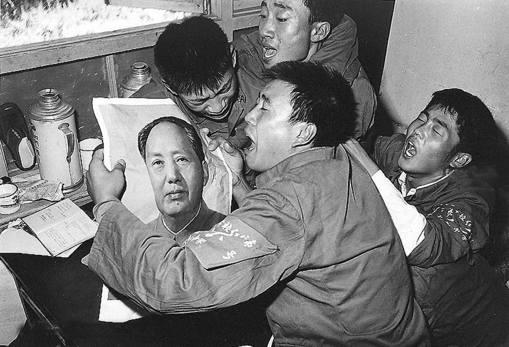 1976_miutan_bejelentette_a_halalat_mao_ce-tung_1976-ban_kinaban.jpeg
