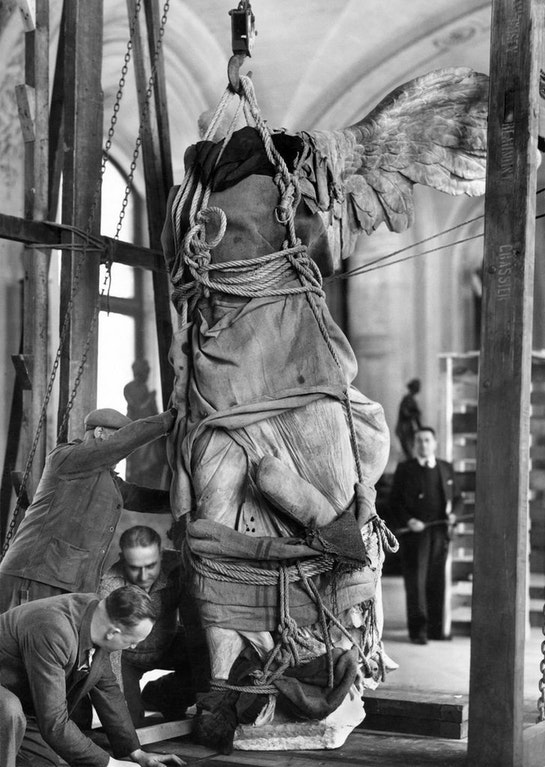 1940_evacuation_of_the_louvre_art_treasury_before_the_nazi_occupation_of_paris.jpg