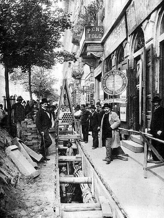 1890-es_evek_telefonkabel-fektetes_a_vaci_uton.jpg