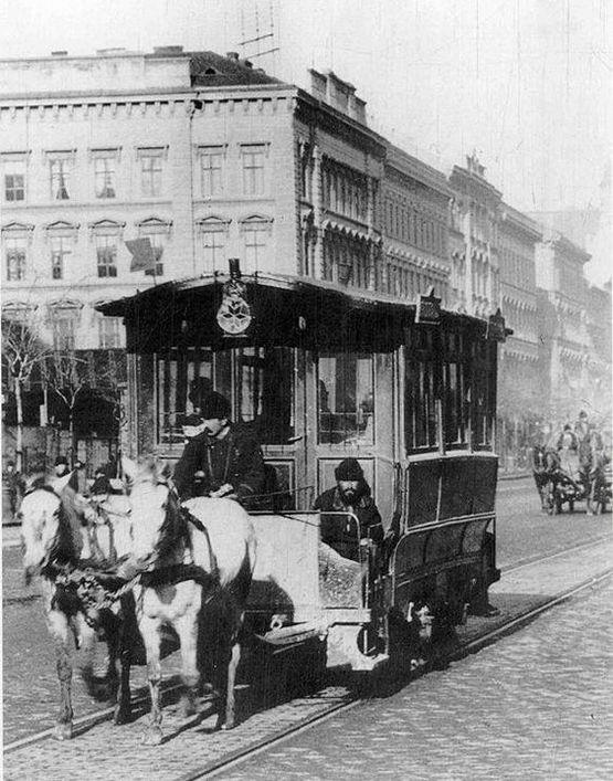 1896_vaci_korut_ma_bajcsy-zsilinszky_ut_a_lovasut_tart_a_deak_ter_fele_cr.jpg