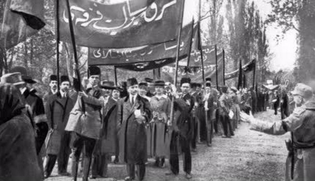 1919_torok_kommunistak_is_felvonultak_a_budapesti_1919-i_majus_1-jen_a_tanacskoztarsasag_idoszakaban.jpg