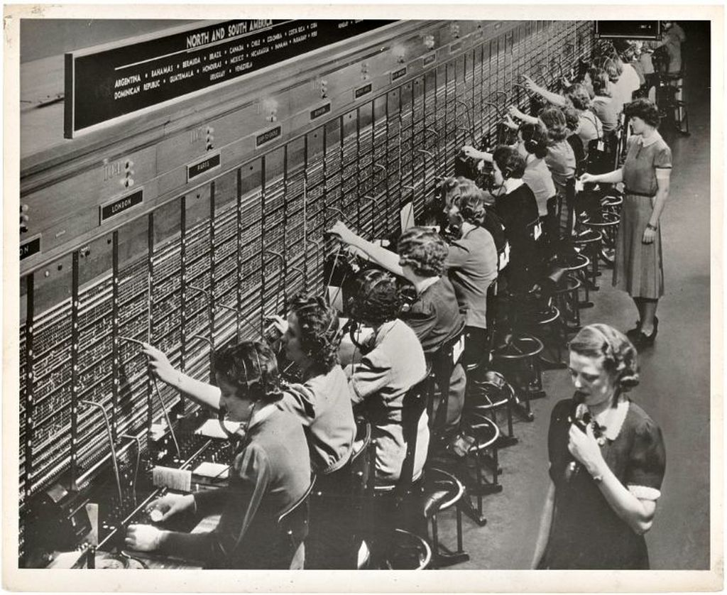 1943_bell_oversea_switchboard_phone_system.jpg