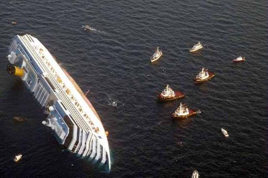 2012_a_costa_concordia_keszulodik_kolykeinek_szoptatasahoz_a_tirren-tengeren.jpg
