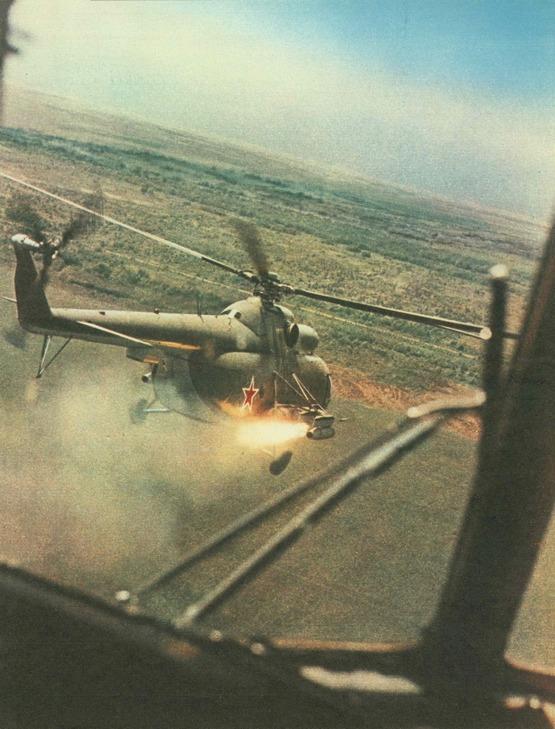 1982_korul_szovjet_mi-8_helikopter_gyakorlaton.jpg