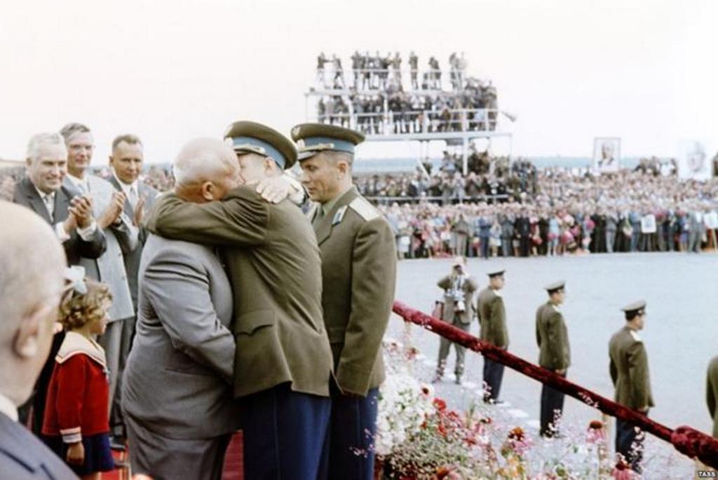 1962_nikita_hruscsov_szovjet_vezeto_talalkozik_az_urhajosokkal_1962-ben_moszkvaban_hivatalos_udvozlo_unnepseg.jpeg