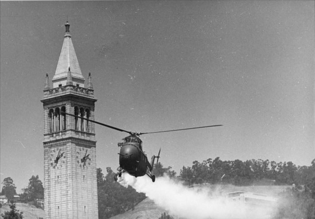 1969_egy_rendori_helikopter_konnycseppet_permetez_egy_hallgatoi_tuntetesen_berkeleyben_usa.jpeg