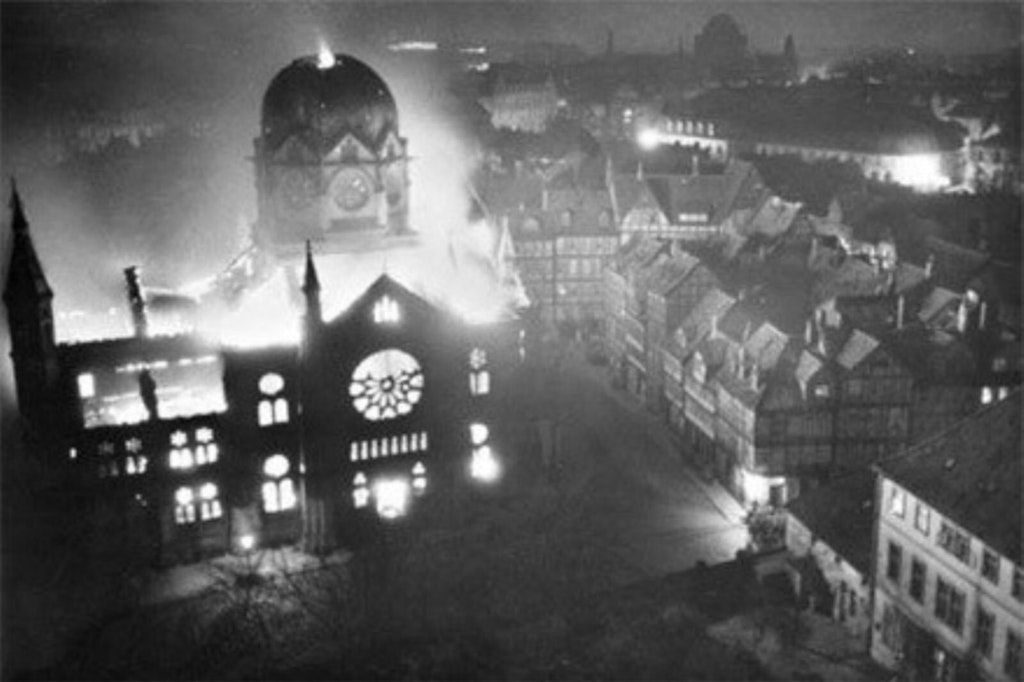 1938_a_synagogue_on_fire_in_hanover_during_kristallnacht.jpg