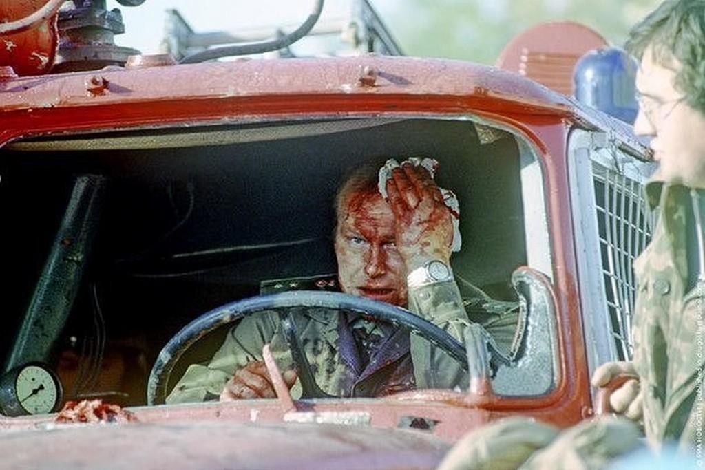 1993_oktober_a_feher_haz_vedelmezoi_megsebesitettek_tuzoltot_moszkva.jpg