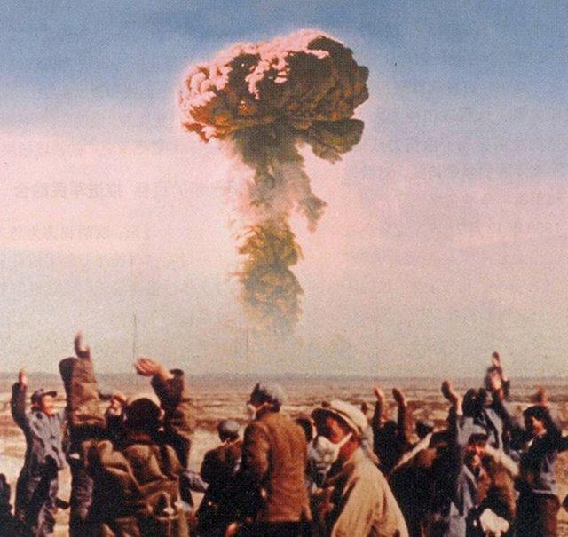 1964_oktober_16_the_people_s_republic_of_china_detonates_its_first_successful_atomic_bomb.jpg