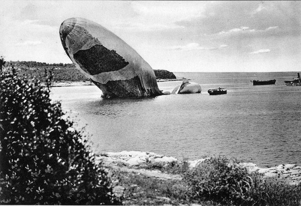 1915_augusztus_6_the_airship_of_the_italian_naval_forces_citta_di_jesi_the_first_italian_military_airship_shot_down_by_air_defense_forces_of_the_austro-hungarian_army.jpg
