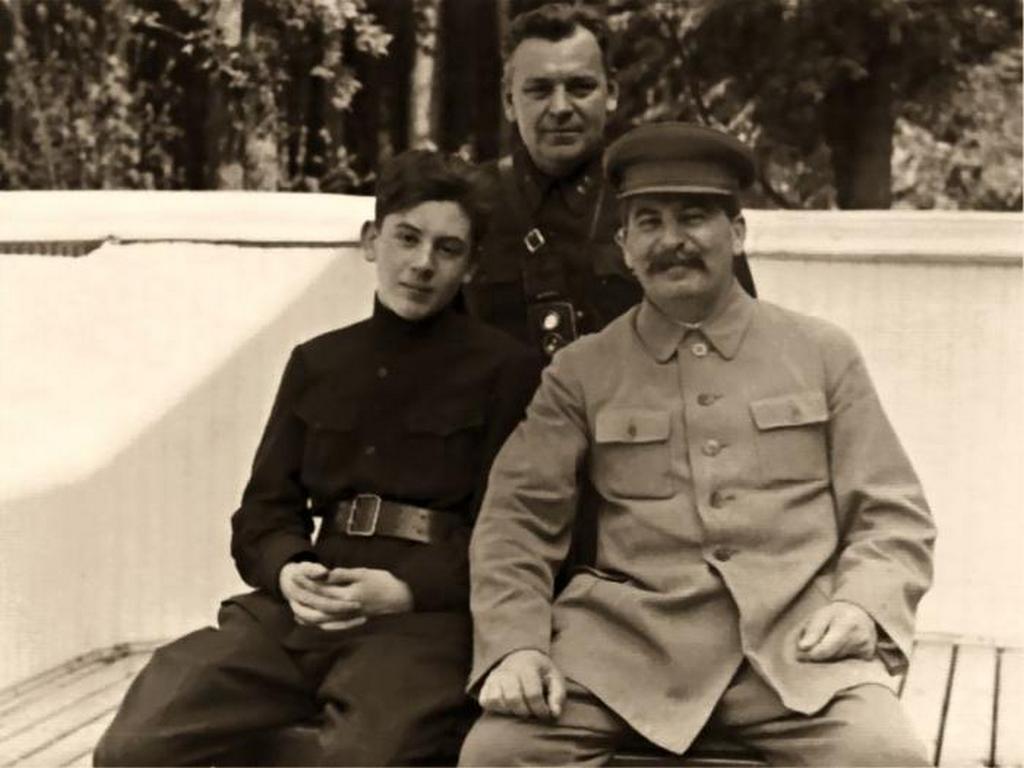 1935_sztalin_testore_1935-ben_moszkva_kozeleben.jpeg