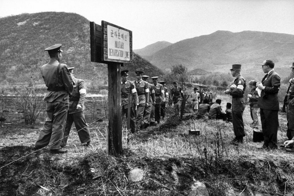 1960_the_north_and_south_korea_border.jpg