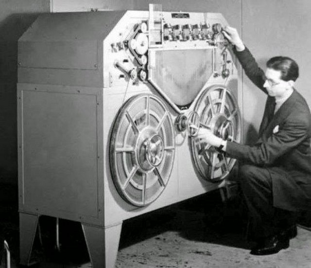 1932_a_magnetofon_prototype_one_of_the_first_magnetic_tape_players_ever_developed_and_constructed.jpg