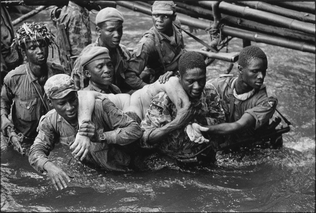 1968_biafran_soldiers_carry_the_dead_body_of_belgian_mercenary_marc_goossens_after_he_was_shot_dead_during_an_attack_to_recapture_the_town_of_onitsha_nigeria.jpg
