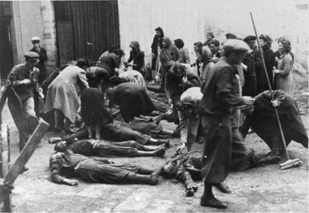 1941_the_dead_bodies_of_political_prisoners_murdered_by_the_soviet_secret_police_lie_inside_of_a_prison_camp_tarnopil_ukraine.jpg