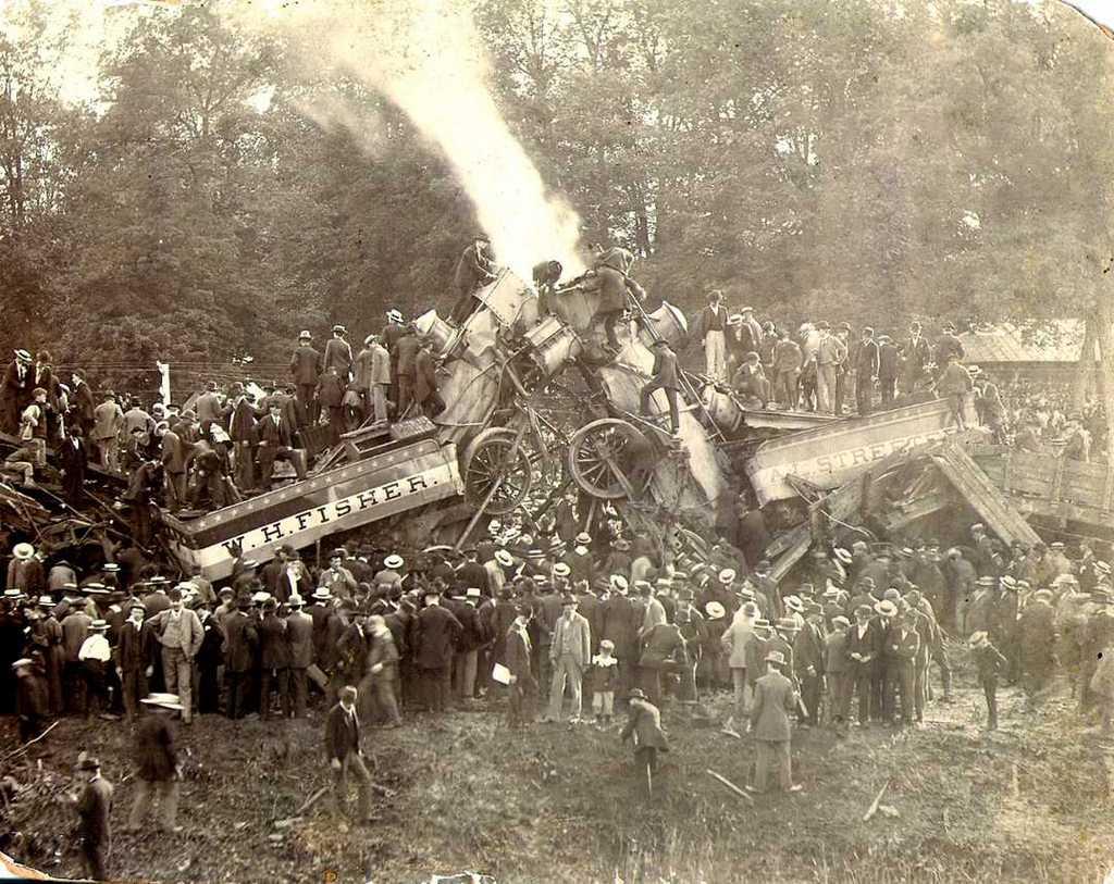 1896_huszezren_neztek_ahogyan_ket_mozdonyt_utkoztettek_ossze_a_szervezok_az_egyesult_allamokbeli_buckey_parkban_lancaster_ohio.jpg