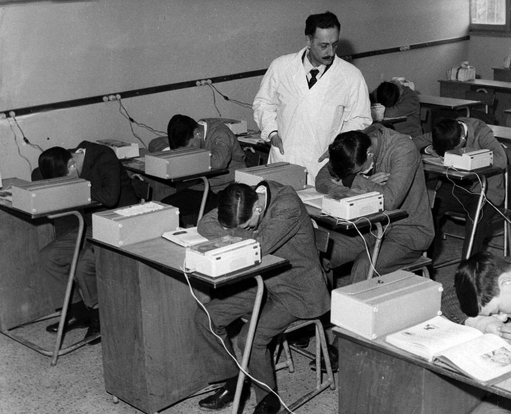 1963_kepzes_hipnozisban_egy_olasz_iskolaban.jpg