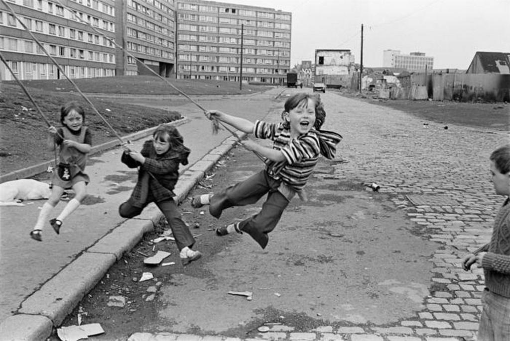 1978_belfasti_utcareszlet_gyerekekkel.jpeg