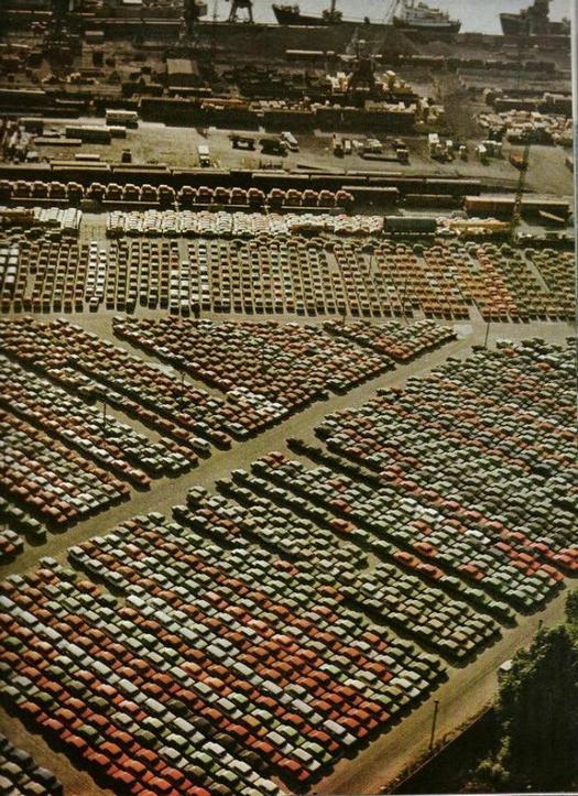 1983_szovjet_gepkocsik_behajozasra_varnak_rotterdam_fele_a_rigai_kikotoben.jpeg