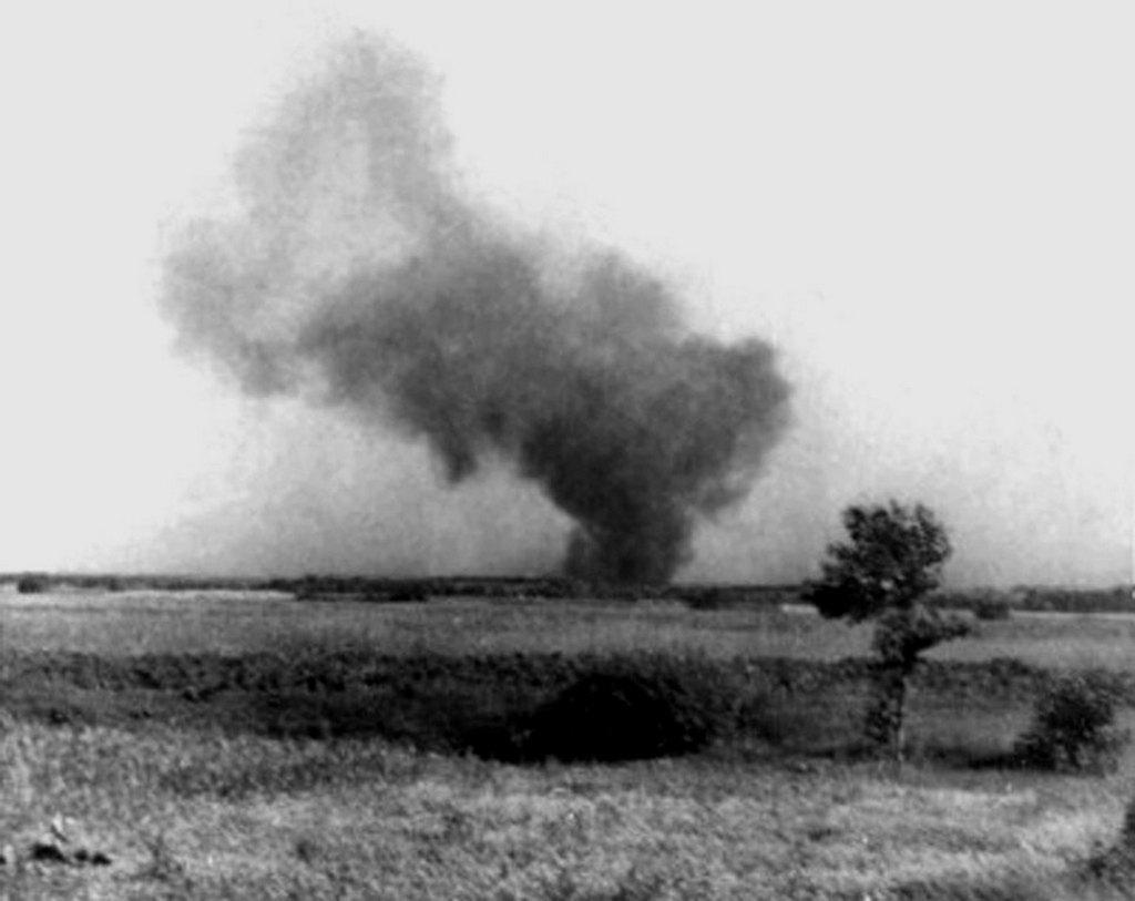 1943_augusztus_2_tavolrol_titokban_keszult_kep_a_treblinkai_koncentracios_taborban_kitort_zsido_felkeles_napjan.jpg