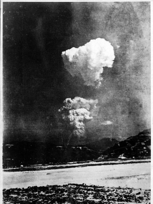 1945_augusztus_6_hiroshima_atomic_bombing_the_picture_is_believed_to_have_been_taken_about_2_to_5_minutes_after_the_bombing_from_9_km.jpg