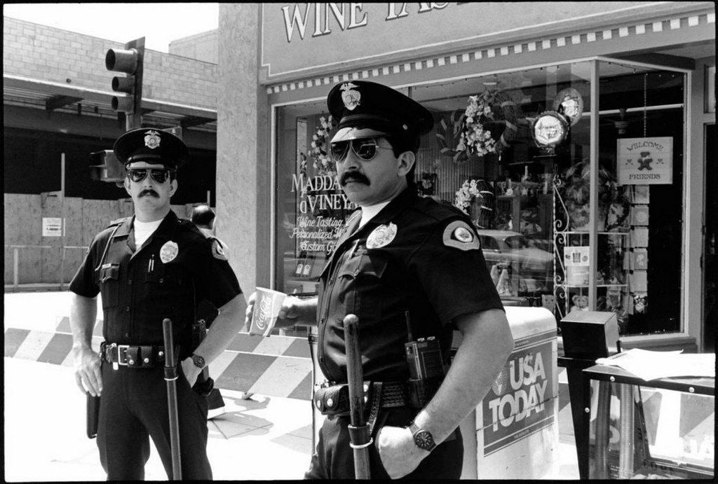 1986_police_patrol_during_the_pasadena_centennial_parade.jpg