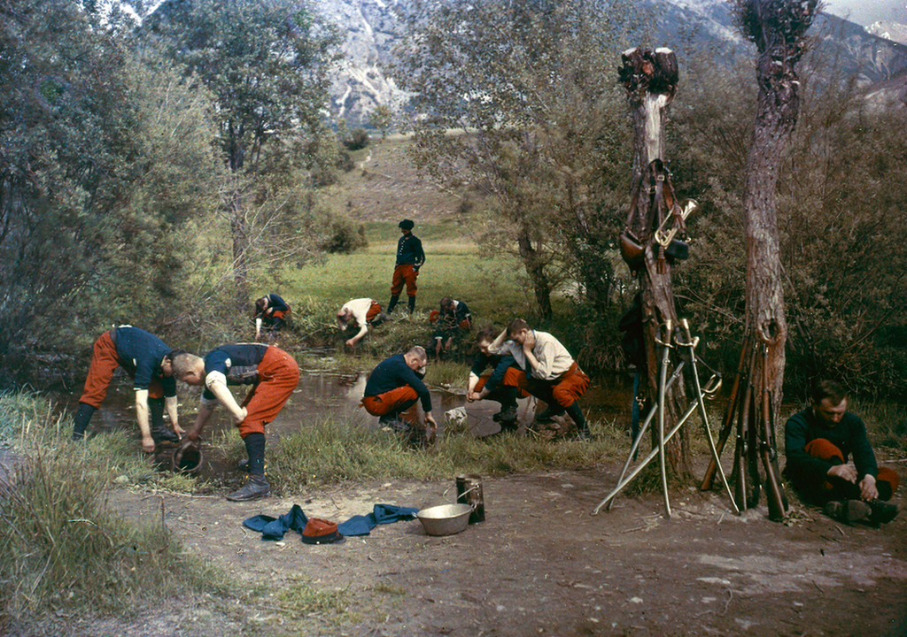 1914_wwi_french_alpine_infantry_soldiers_at_river_1914_autochrome_by_jean-baptiste_tournassoud.png