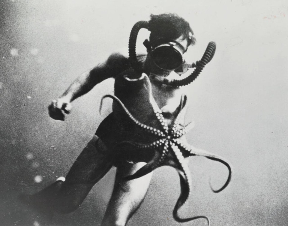 1950_diver_guy_morandi_re_and_octopus_photographed_by_jacques_cousteau.jpg