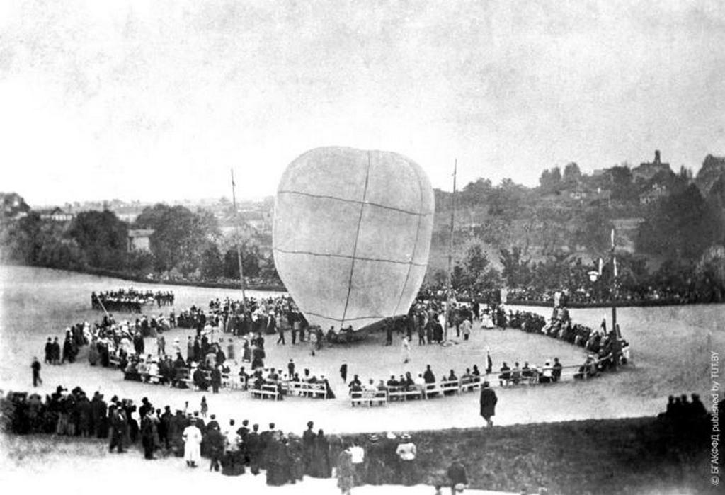 1899_egy_ballon_elinditasa_a_kormanyzo_kertjeben_1899_minszk.jpeg