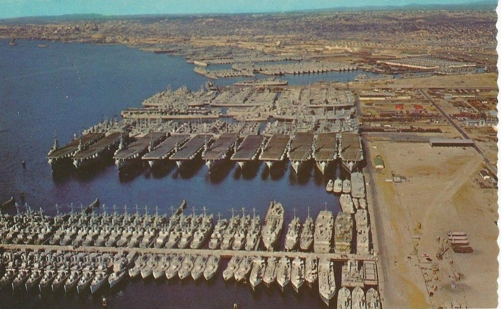 1946_us_navy_ships_leftover_after_world_war_2_in_san_diego.jpg