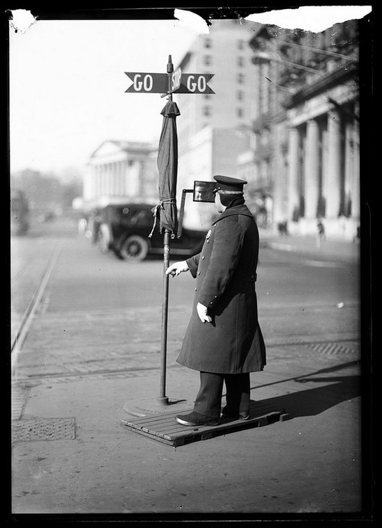 1920_traffic_officer_washington_d_c_complete_with_mirror_to_see_behind_him.jpg