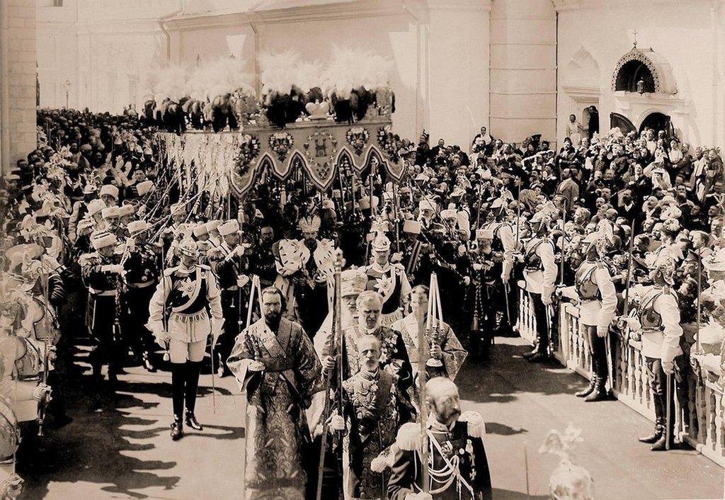 1896_nicholas_ii_of_russia_leaving_his_coronation.jpg