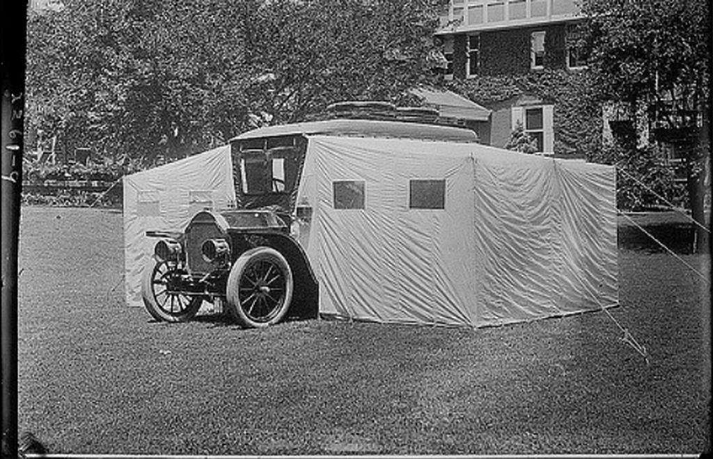 1913_stoddard-dayton_camping_car_built_for_engineer_and_politician_thomas_coleman_du_pont.png