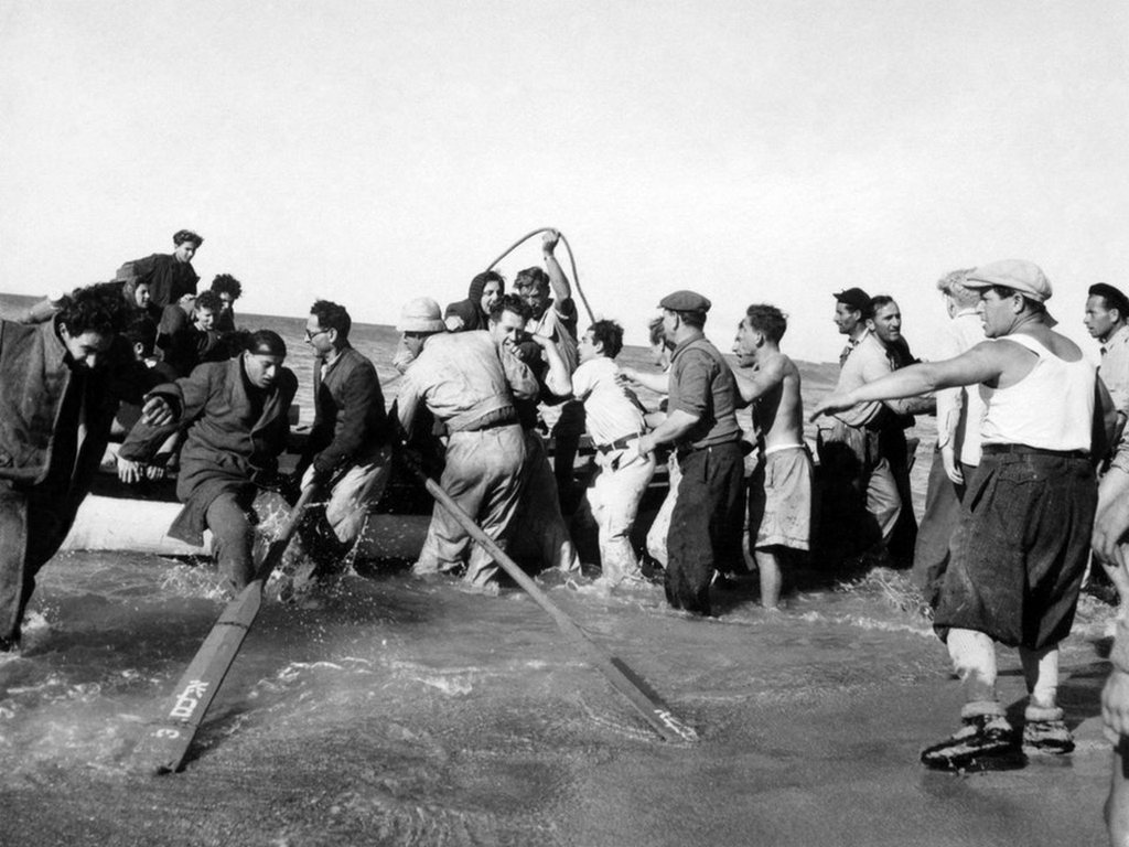 1948_villagers_helping_a_boatload_of_jewish_refugees_to_the_shore_of_nahariya_israel_roughly_30km_north_of_haifa_cr.jpg