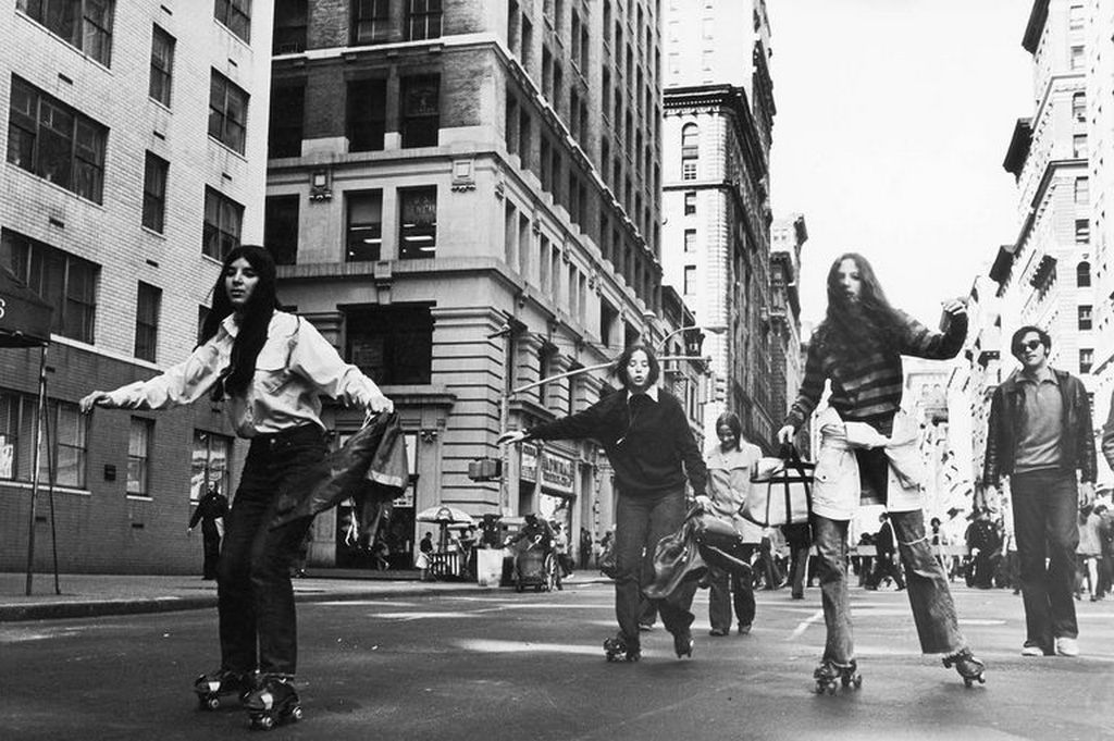 1970_aprilis_22_new_yorkers_roller_skate_to_work_on_the_first_earth_day.jpg