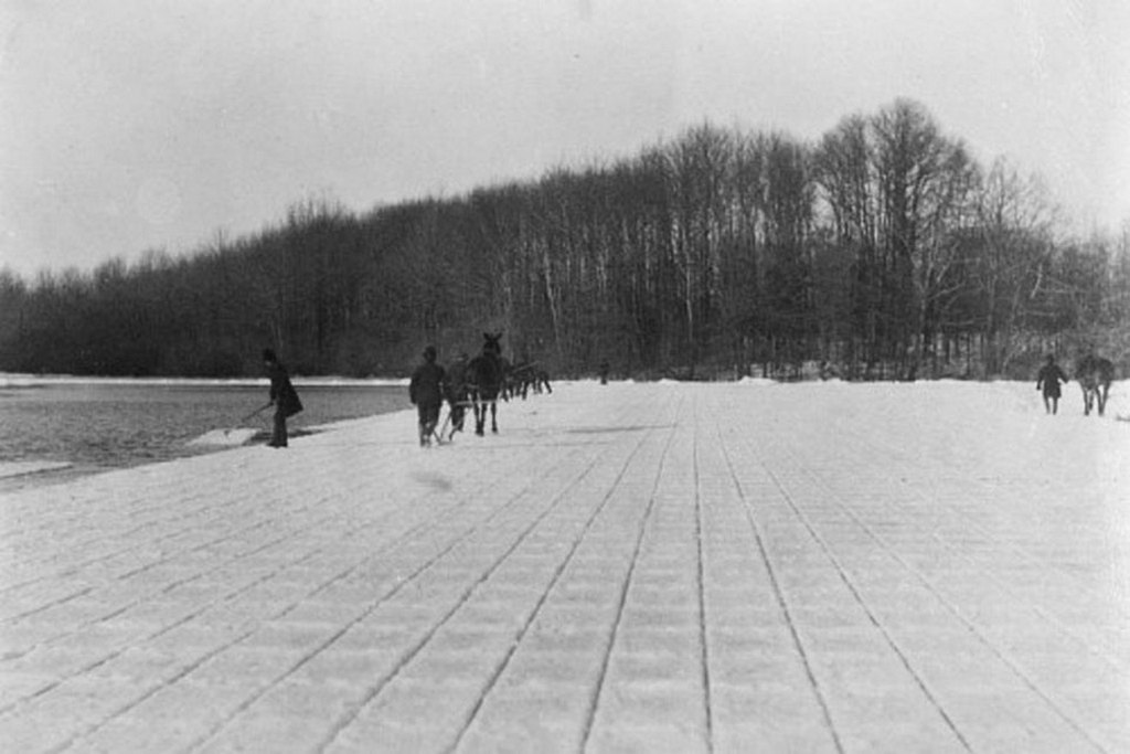 1890_ice_harvesting_at_kissena_lake_new_york.jpg