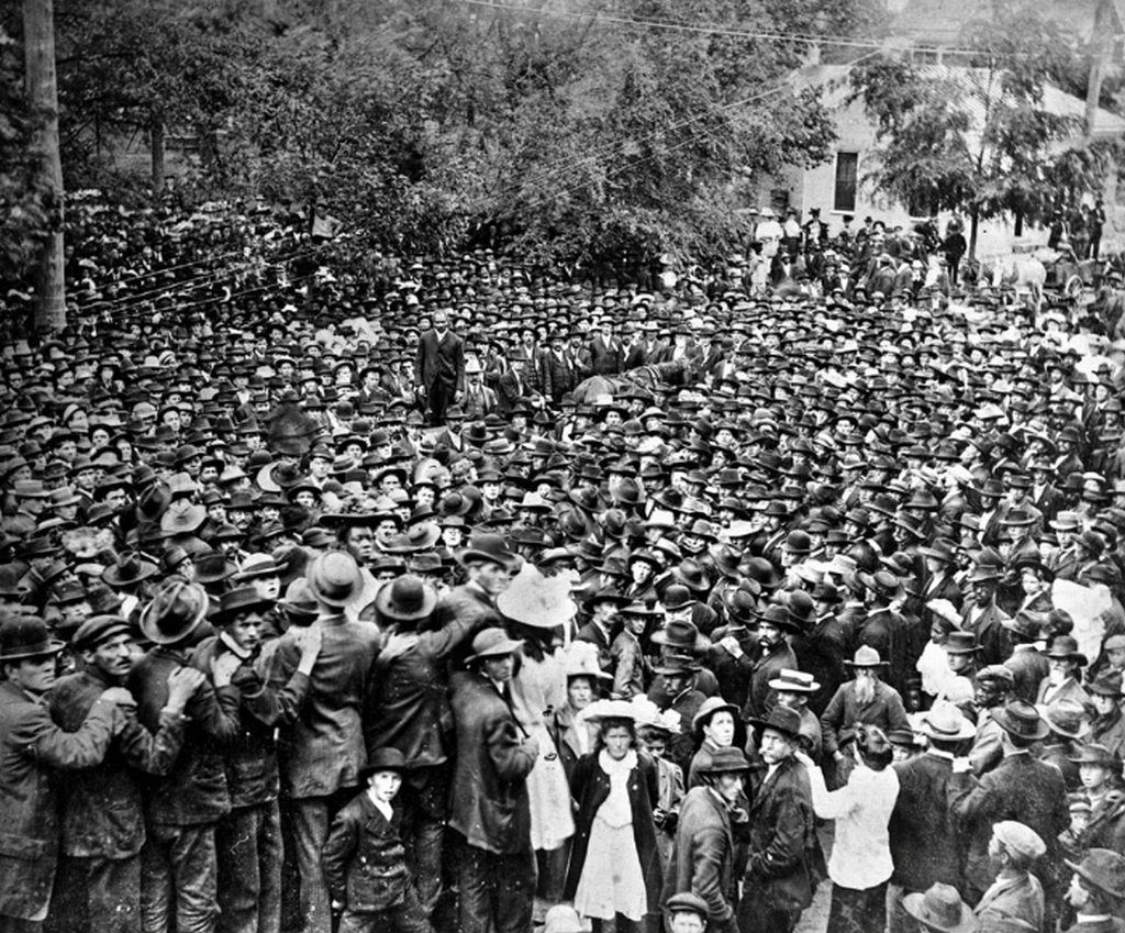 1908_crowds_gathered_to_witness_the_hanging_of_henry_campbell_he_is_standing_in_the_center_wearing_a_dark_suit_in_lawrenceville_georgia.png